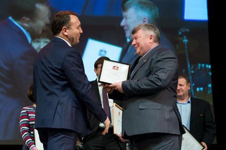 Представитель администрации московской области А. Симичёв поздравляет сотрудников ГК «ССТ»