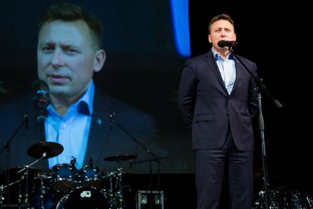 С.Ганиев («Сбербанк») поздравляет сотрудников ГК «ССТ» с юбилеем